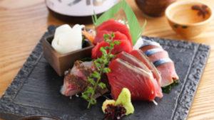 四季を彩る海の幸と日本の美酒を天然木の江戸風個室でお楽しみいただける坂の花。