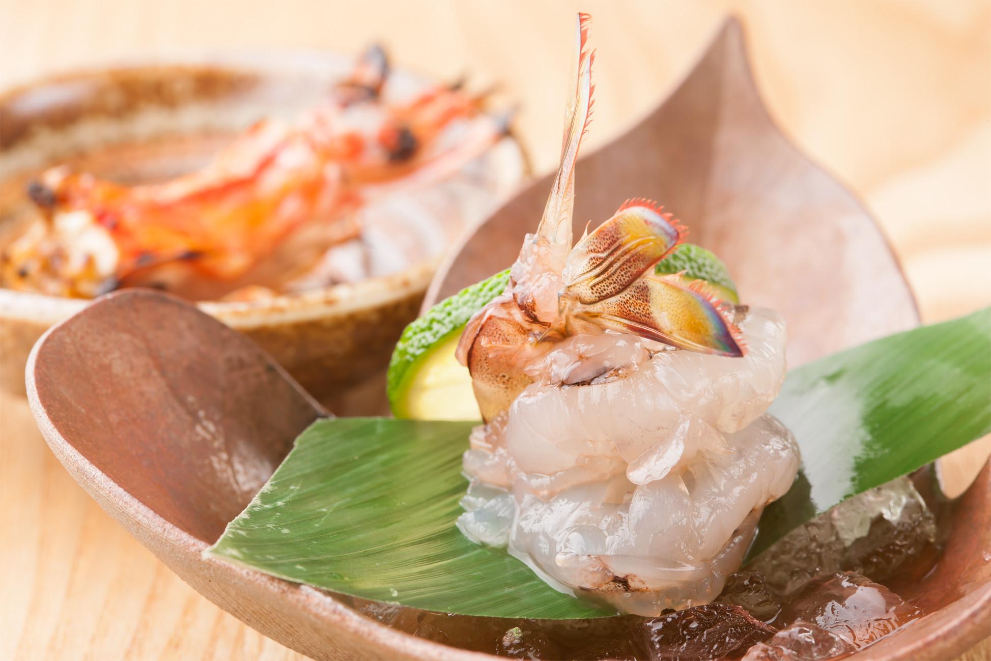 素材の味わいを活かした新鮮な海の幸のお料理を 一品一品真心を込めてお作りいたします。