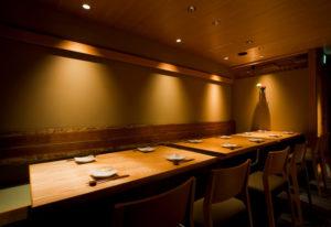 オープンテーブル席《2~12名様》 4名様用テーブルが3台あります。